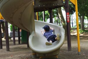 井草森公園 複合遊具 らせん滑り台