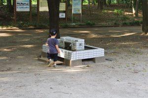 井草森公園 複合遊具 水場で手洗い