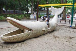 新宿中央公園 クジラオブジェ
