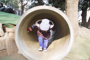 明治神宮外苑 にこにこパーク お山 トンネル